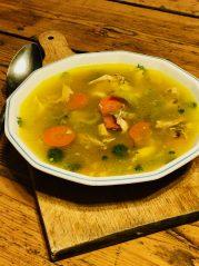 Kuřecí vývar s kousky kuřete a zeleninou - Metabolic Balance