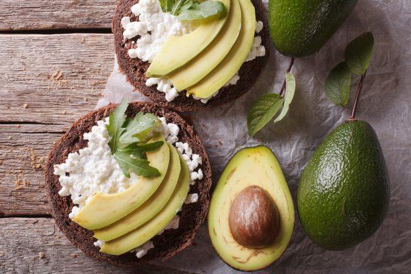 Toust s avokádem a čerstvým sýrem | recepty metabolic balance®
